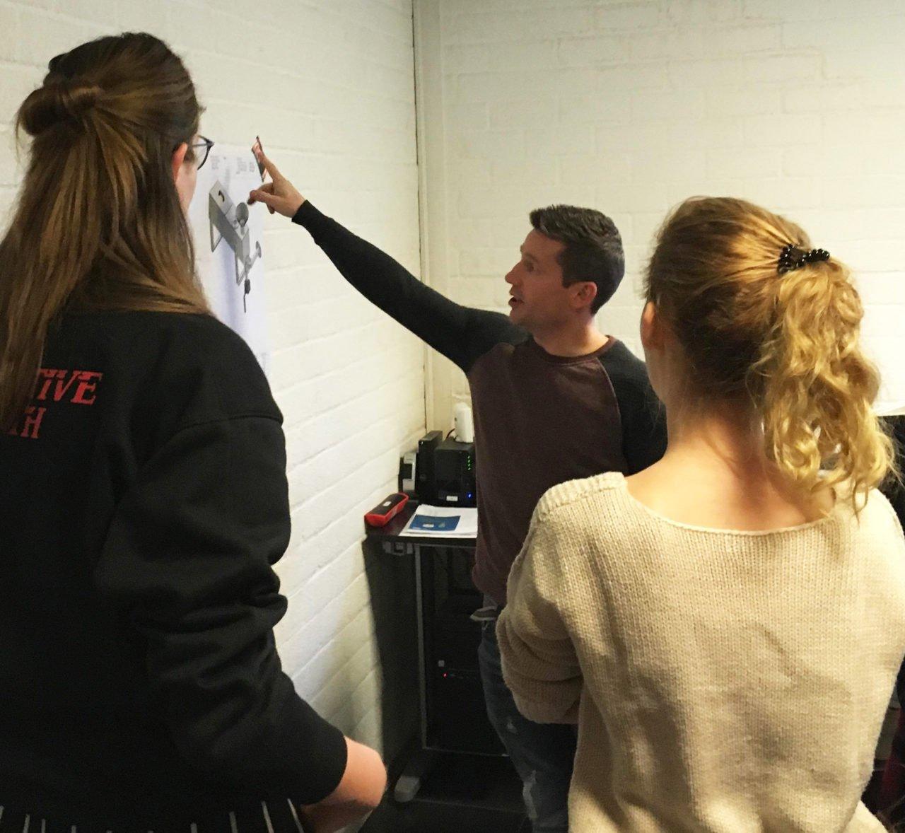 Studenten Vormgeven & Ambacht op bedrijfsbezoek bij Heijco Machinebouw